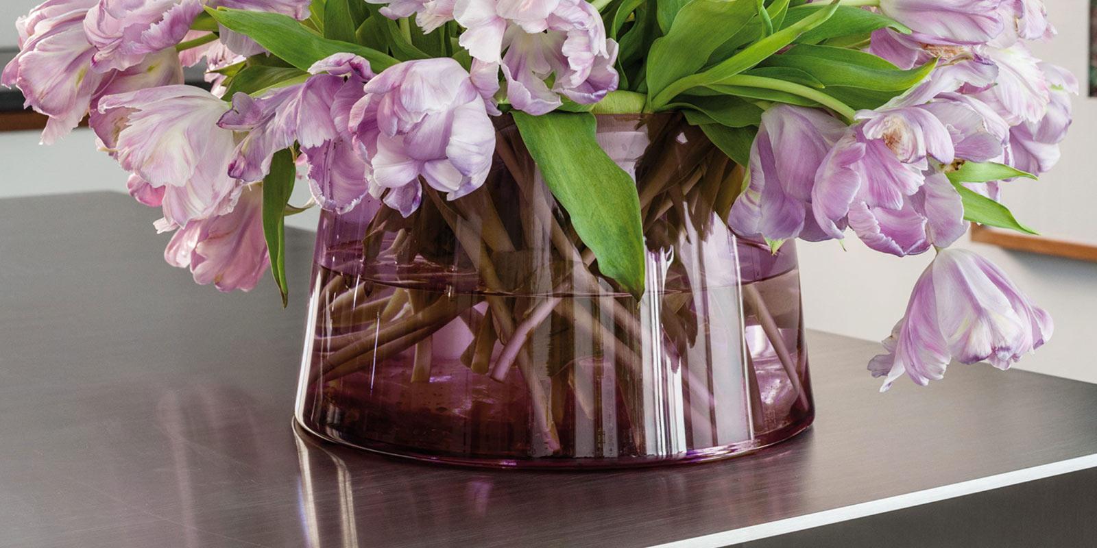 Miljøbilde av Vase og fat fra Classicon